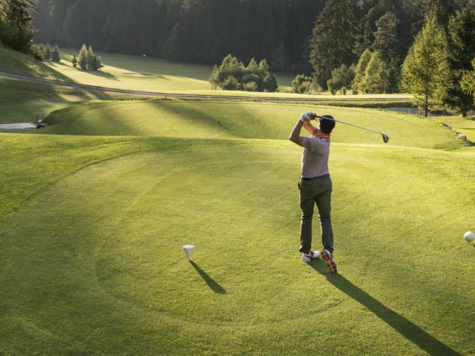 Sie sehen den Golfplatz Alvaneu.