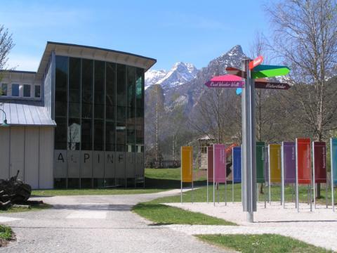 Ausstellungshaus Alpineum Hinterstoder in Oberösterreich. JUFA Hotels bieten erholsamen Familienurlaub und einen unvergesslichen Winter- und Wanderurlaub.