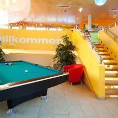 Billiardtisch im Lobbybereich im JUFA Hotel Bleiburg - Sport-Resort. Der Ort für erholsamen Familienurlaub und einen unvergesslichen Winter- und Wanderurlaub.