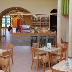 Café und Hotelbar im JUFA Hotel Murau. Der Ort für erholsamen Familienurlaub und einen unvergesslichen Winter- und Wanderurlaub.