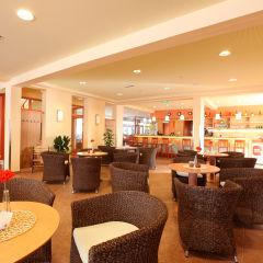 Gemütliches Café im JUFA Hotel Lungau. Der Ort für erholsamen Familienurlaub und einen unvergesslichen Winter- und Wanderurlaub.