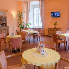Gemütliches Cafe im JUFA Judenburg Hotel zum Sternenturm. Der Ort für erfolgreiche und kreative Seminare in abwechslungsreichen Regionen.