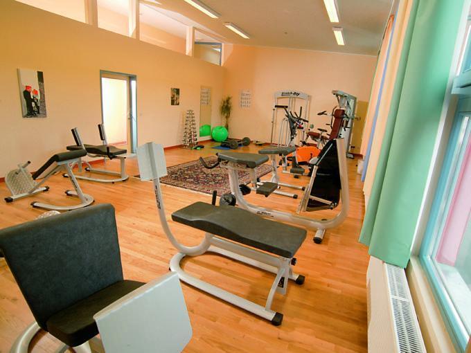Fitnessraum im JUFA Hotel Gnas - Sport-Resort. Der Ort für erfolgreiches Training in ungezwungener Atmosphäre für Vereine und Teams.