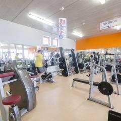 Fitnessraum mit Fitnessgeräten im JUFA Hotel Fürstenfeld Sport-Resort. Der Ort für erfolgreiches Training in ungezwungener Atmosphäre für Vereine und Teams.