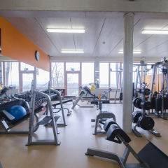 Fitnessraum mit Sportler im JUFA Hotel Fürstenfeld Sport-Resort. Der Ort für erfolgreiches Training in ungezwungener Atmosphäre für Vereine und Teams.