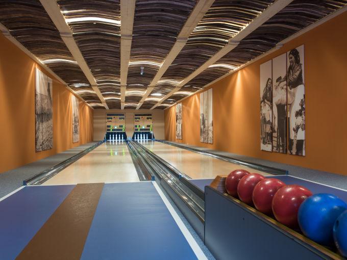Die Zeit sportlich und mit viel Schwung gemeinsam auf der Kegelbahn verbringen im JUFA Hotel Neutal - Landerlebnis