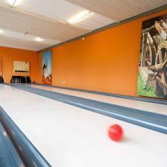 Die Zeit sportlich und mit viel Schwung gemeinsam auf der Kegelbahn verbringen im JUFA Weinviertel - Hotel in der Eselsmühle