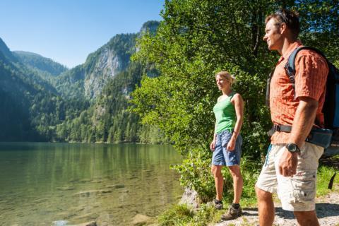 Paar am Gleinkersee in Oberösterreich im JUFA Urlaub