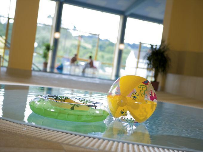 Hallenbad mit Kinderbecken im JUFA Hotel Gnas - Sport-Resort. Der Ort für erfolgreiches Training in ungezwungener Atmosphäre für Vereine und Teams.