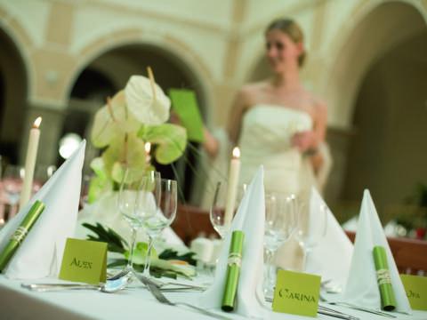 Braut im Arkadensaal im JUFA Hotel Schloss Röthelstein. Der Ort für märchenhafte Hochzeiten und erfolgreiche und kreative Seminare.