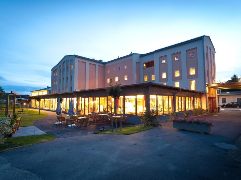 Aussenansicht vom JUFA Weinviertel - Hotel in der Eselsmühle. Der Ort für erfolgreiche und kreative Seminare in abwechslungsreichen Regionen.