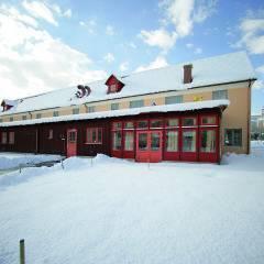Hotelansicht im Winter vom JUFA Hotel Pöllau - Bio-Landerlebnis. Der Ort für erlebnisreichen Natururlaub für die ganze Familie.