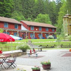 Aussenansicht vom JUFA Natur-Hotel Bruck. Der Ort für erfolgreiche und kreative Seminare in abwechslungsreichen Regionen.