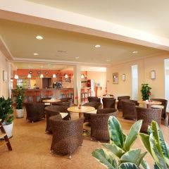 Hotelbar und Cafe im JUFA Hotel Lungau. Der Ort für erholsamen Familienurlaub und einen unvergesslichen Winter- und Wanderurlaub.