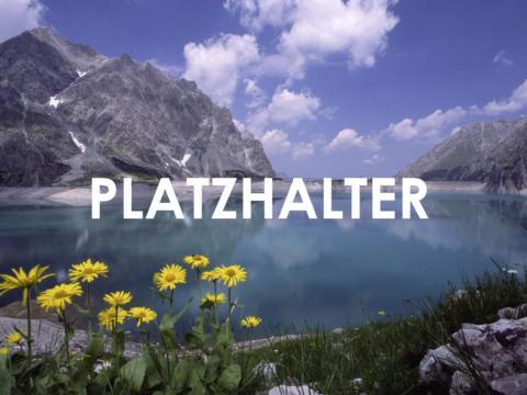 NICHT LÖSCHEN! Luenersee in Vorarlberg im Sommer. JUFA Hotels bietet erholsamen Familienurlaub und einen unvergesslichen Winter- und Wanderurlaub.