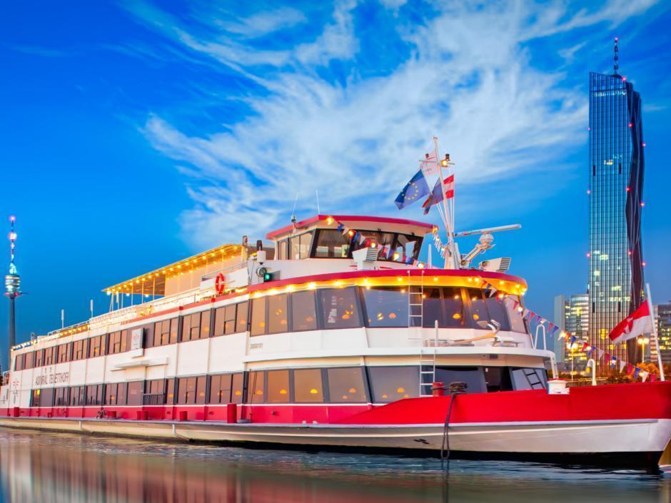 MS Admiral Tegetthoff von DDSG Blue Danube. JUFA Hotels bietet erlebnisreichen Städtetrip für die ganze Familie.
