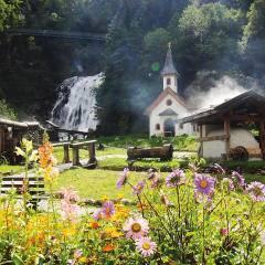 Mühlendorf Gschnitz in ihrem JUFA Hotel Wipptal Urlaub. Der Ort für erholsamen Familienurlaub und einen unvergesslichen Winter- und Wanderurlaub.