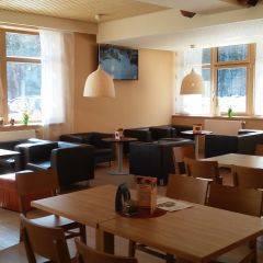 Gemütliches Restaurant im JUFA Hotel Almtal. Der Ort für erholsamen Familienurlaub und einen unvergesslichen Winter- und Wanderurlaub.