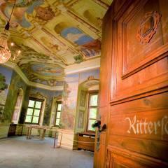 Rittersaal mit Eingang im JUFA Hotel Schloss Röthelstein. Der Ort für märchenhafte Hochzeiten und erfolgreiche und kreative Seminare.