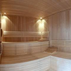 Sauna im Wellnessbereich im JUFA Hotel Altenmarkt. Der Ort für erholsamen Familienurlaub und einen unvergesslichen Winterurlaub.