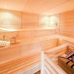 Sauna mit Aufgussschale im Wellnessbereich im JUFA Hotel Leibnitz - Sport-Resort. Der Ort für erfolgreiches Training in ungezwungener Atmosphäre für Vereine und Teams.