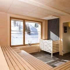 Sauna mit Aufgussschale im Wellnessbereich im JUFA Hotel Malbun Alpin-Resort. Der Ort für erholsamen Familienurlaub und einen unvergesslichen Winter- und Wanderurlaub.