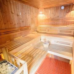 Sauna mit Aufgussschale im Wellnessbereich im JUFA Hotel Nördlingen. Der Ort für kinderfreundlichen und erlebnisreichen Urlaub für die ganze Familie.