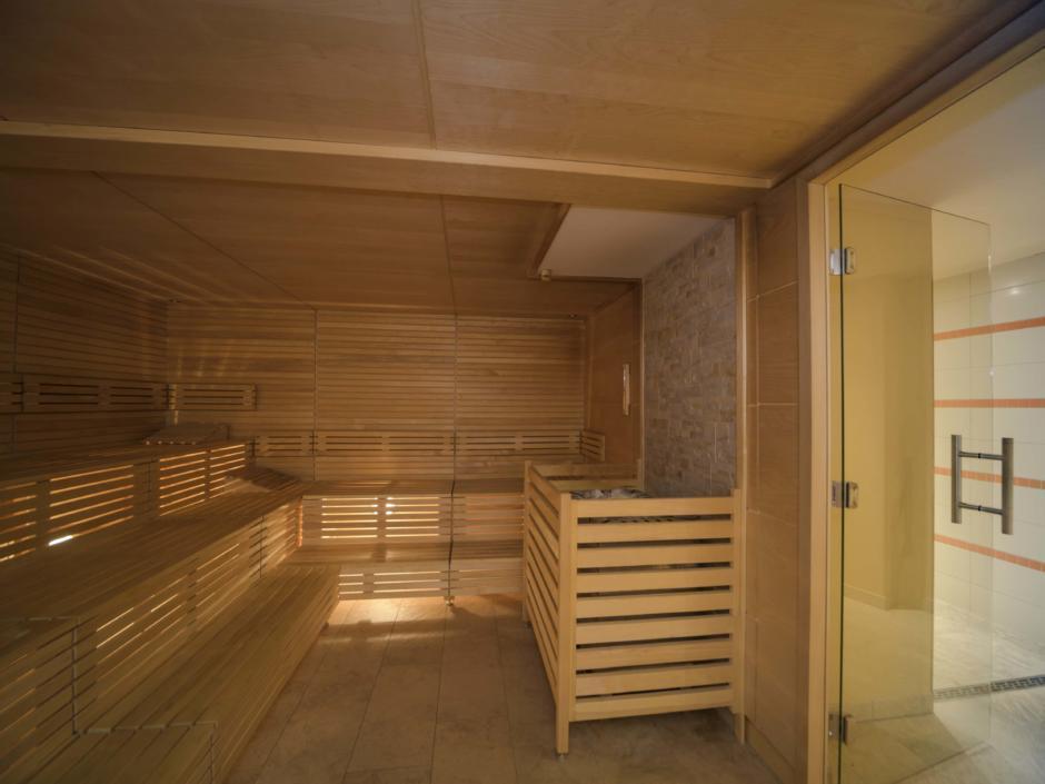 Sauna mit Aufgussschale im Wellnessbereich im JUFA Hotel Wangen Sport-Resort. Der Ort für erfolgreiches Training in ungezwungener Atmosphäre für Vereine und Teams.