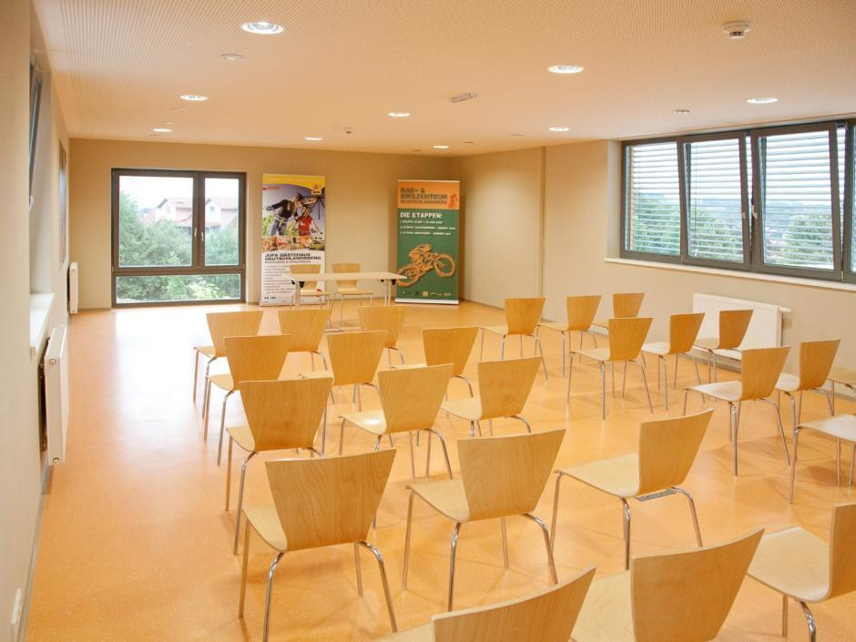 Gut ausgestatteter Seminarraum im JUFA Hotel Deutschlandsberg - Sport-Resort. Der Ort für erfolgreiches Training in ungezwungener Atmosphäre für Vereine und Teams.