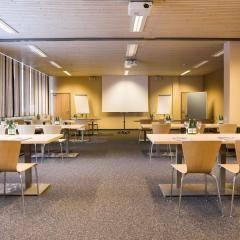Gut ausgestatteter Seminarraum im JUFA Hotel Malbun Alpin-Resort. Der Ort für erholsamen Familienurlaub und einen unvergesslichen Winter- und Wanderurlaub.