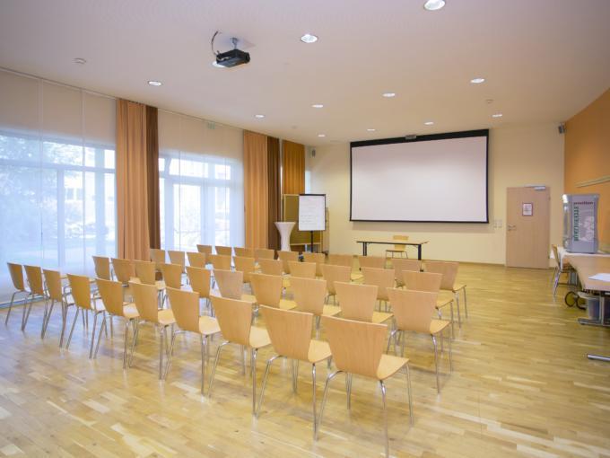 Die gut ausgetatteten Räume bieten den idealen Ort für Ihr Seminar oder Workshop im JUFA Hotel Salzburg City. Der Ort für erlebnisreichen Städtetrip für die ganze Familie und der ideale Platz für Ihr Seminar.