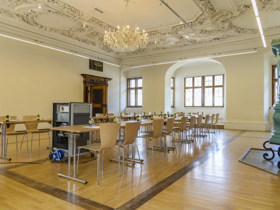 Seminarraum mit U-Form im JUFA Hotel Pyhrn-Priel. Der Ort für erfolgreiche und kreative Seminare in abwechslungsreichen Regionen.