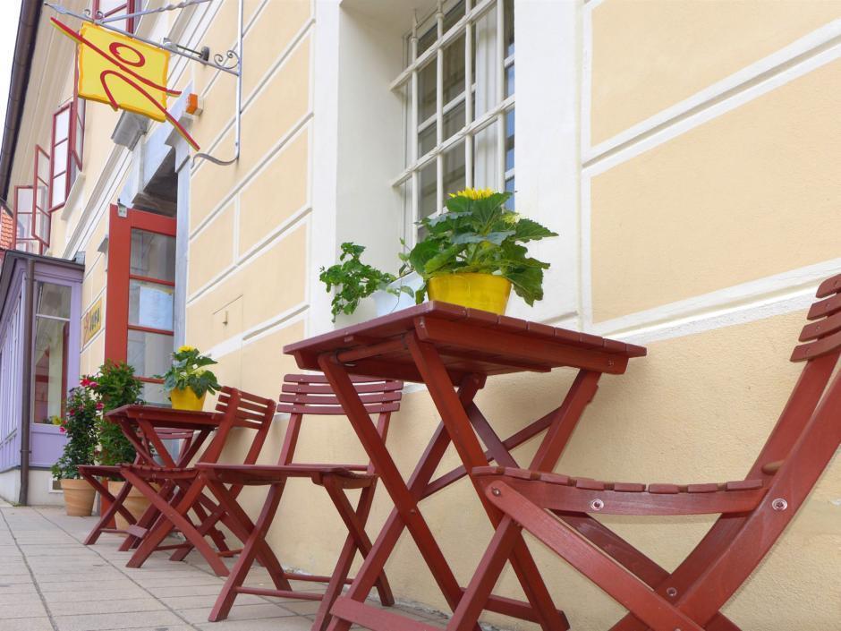 Gemütliche Sonnenterrasse im JUFA Hotel Oberwölz JUFA Hotel Oberwölz. Der Ort für erholsamen Familienurlaub und einen unvergesslichen Winter- und Wanderurlaub.