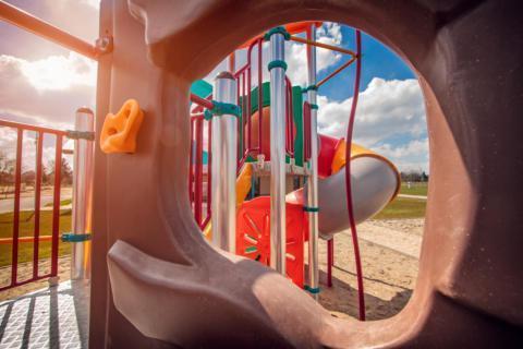 Detailansicht vom Spielplatz am JUFA Vulkan Thermen-Camping. Der Ort für erholsamen Thermen- und entspannten Wellnessurlaub für die ganze Familie.