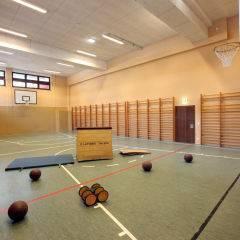 Sporthalle mit Sprungkasten im JUFA Hotel Altenmarkt. Der Ort für erholsamen Familienurlaub und einen unvergesslichen Winterurlaub.