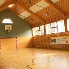 Sporthalle im JUFA Hotel Murau. Der Ort für erholsamen Familienurlaub und einen unvergesslichen Winter- und Wanderurlaub.