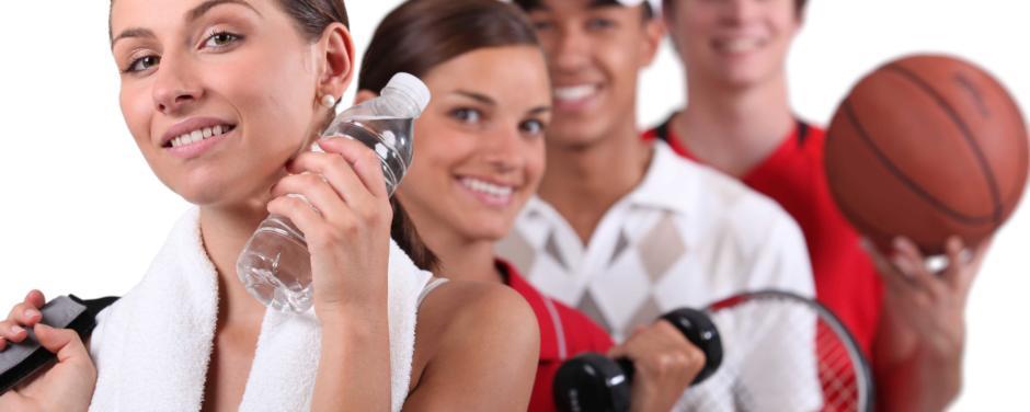 Menschen mit Sportequipment. JUFA Hotels bietet Ihnen den Ort für erfolgreiches Training in ungezwungener Atmosphäre für Vereine und Teams.