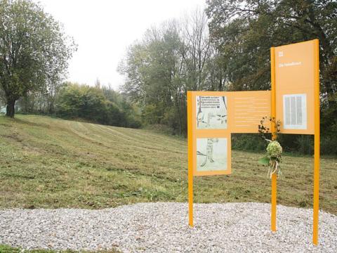 Beschriftungen am Weg entlang der steirischen Literaturpfade