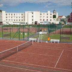Direkt anliegende Tennisplätze am  JUFA Hotel Leibnitz - Sport-Resort. Der Ort für erfolgreiches Training in ungezwungener Atmosphäre für Vereine und Teams.