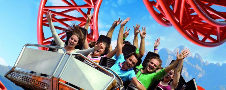Achterbahnfahrt im Skylinepark Allgäu mit Loiping. JUFA Hotels bietet kinderfreundlichen und erlebnisreichen Urlaub für die ganze Familie.