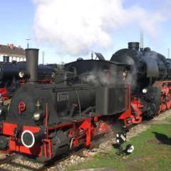 Dampflokomotive im Bayrischen Eisenbahnmuseum in Nördlingen in der Nähe vom JUFA Hotel Nördlingen. Der Ort für erholsamen Familienurlaub und einen unvergesslichen Winter- und Wanderurlaub.