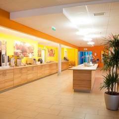Buffetbereich mit reichhaltigem Frühstücks-, Mittags- und Abendessen im JUFA Hotel Bleiburg - Sport-Resort. Der Ort für erholsamen Familienurlaub und einen unvergesslichen Winter- und Wanderurlaub.
