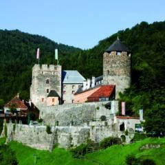 Burg Deutschlandsberg im Schilcherland in der Steiermark in der Nähe von JUFA Hotels. Der Ort für erholsamen Familienurlaub und einen unvergesslichen Winter- und Wanderurlaub.