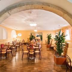 Gemütliches Café im JUFA Hotel Wien City. Der Ort für erlebnisreichen Städtetrip für die ganze Familie und der ideale Platz für Ihr Seminar.