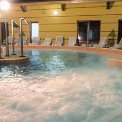 Heil- und Thermalbad Vulkan Fürdö im JUFA Vulkan Thermen-Resort. Der Ort für erholsamen Thermen- und entspannten Wellnessurlaub für die ganze Familie.
