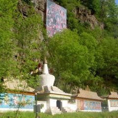 Lingkor - tibetischer Pilgerpfad beim Heinrich Harrer Museum in der Nähe vom JUFA Hotel Knappenberg. Der Ort für erholsamen Familienurlaub und einen unvergesslichen Winter- und Wanderurlaub.