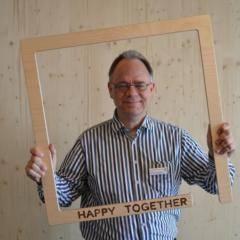 Auf diesem Bild sehen Sie Michael van der Sanden, den Hotelleiter vom JUFA Hotel Wien City. JUFA Hotels bietet kinderfreundlichen und erlebnisreichen Urlaub für die ganze Familie.