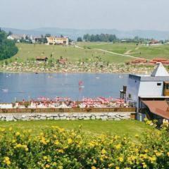 Pibersteinsee im Sommer in der Steiermark gleich neben dem JUFA Hotel Maria Lankowitz. Der Ort für tollen Sommerurlaub an schönen Seen für die ganze Familie.