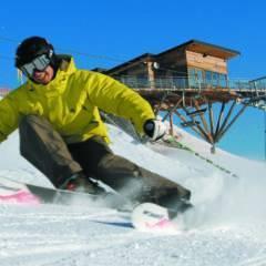 Skifahrer im Ski- und Wandergebiet Riesneralm in Schladming-Dachstein im Winter in der Nähe von JUFA Hotels. JUFA Hotels bietet erholsamen Familienurlaub und einen unvergesslichen Winter- und Wanderurlaub.