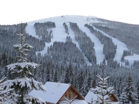 Skigebiet Weinebene in der Steiermark im Winter. JUFA Hotels bietet erholsamen Familienurlaub und einen unvergesslichen Winterurlaub.
